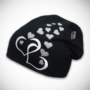 Musta pipo sydänkuvilla