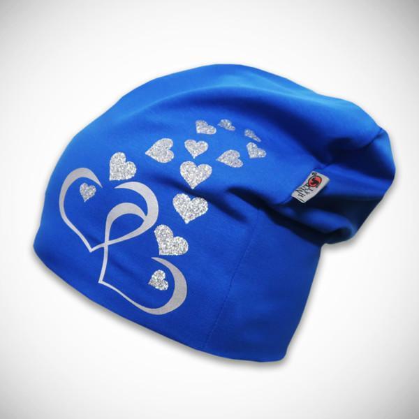 Sininen pipo sydänkuvilla
