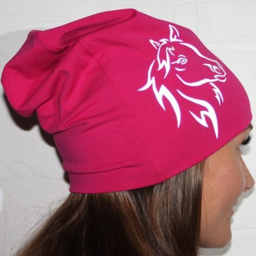 Pinkki trikoopipo hevosen kuvalla