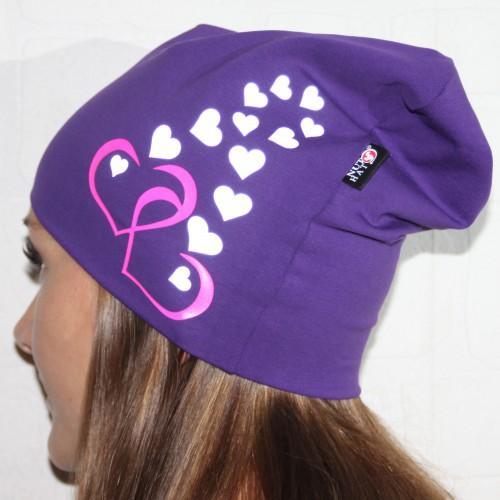Violetti trikoopipo sydämillä