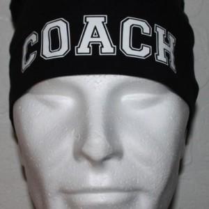 Musta trikoopipo coach-tekstillä
