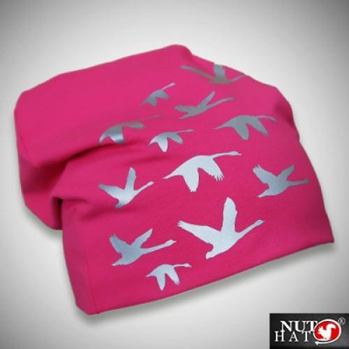 Pinkki trikoopipo joutsenkuvioilla