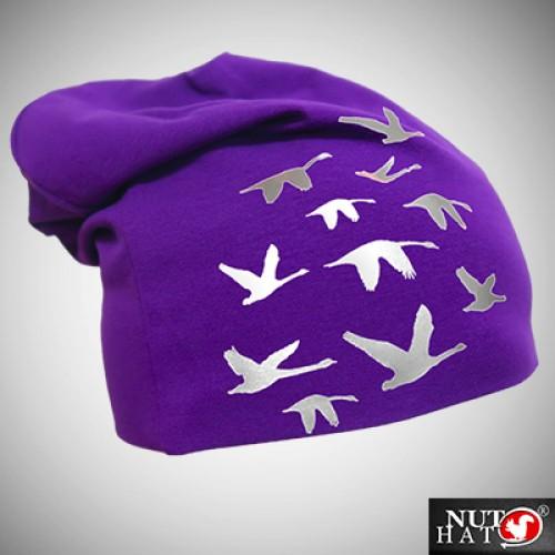 Violetti trikoopipo joutsenkuviolla
