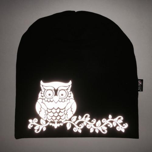 Musta trikoopipo heijastavalla pöllökuvalla