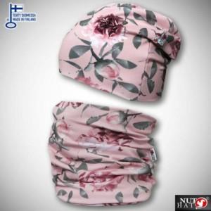 Vaaleanpunainen trikoopipo ja tuubihuivi ruusukuosilla