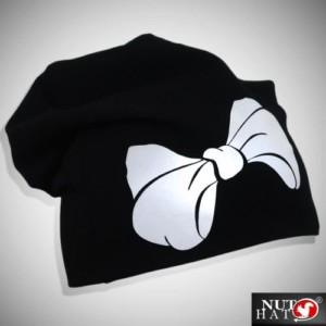 Musta trikoopipo heijastavalla rusettikuviolla