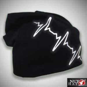 Musta trikoopipo heijastavalla sydänkäyrällä