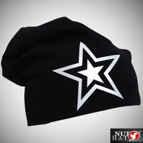 Musta trikoopipo isolla tähti kuviolla