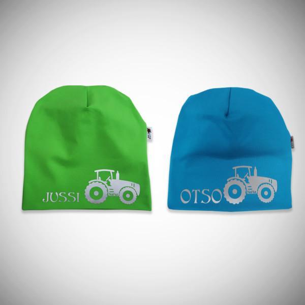 Vihreä ja sininen trikoopipo nimellä ja traktrorikuviolla