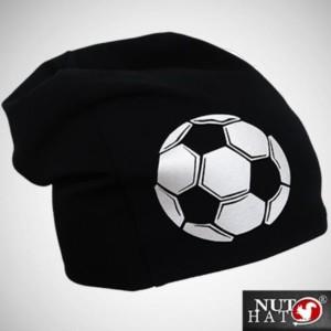 Musta trikoopipo isolla jalkapallo kuvalla