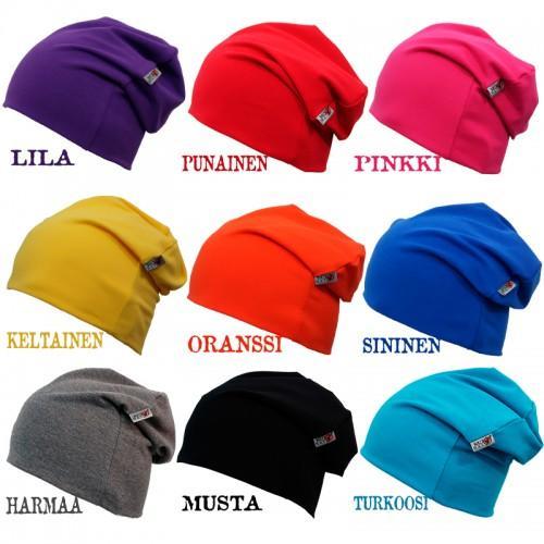 Eri värisiä trikoopipoja