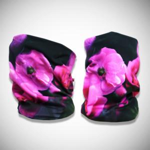 Mustat tuubihuivit lilalla kukkakuosilla