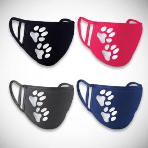 Neljä eri väristä kangasmaskia tassukuviolla