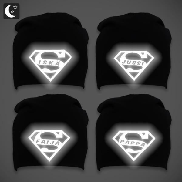 Mustat trikoopipot heijastavilla super-logoilla miehille