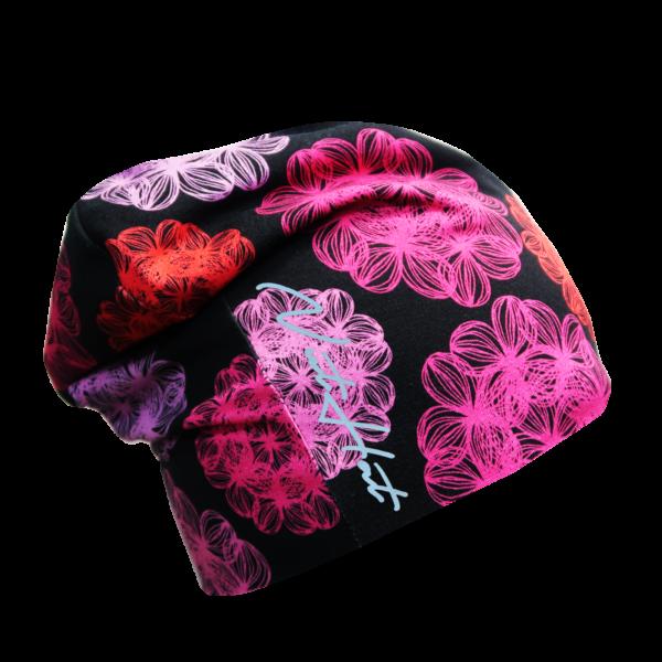 Musta trikoopipo väriloiste kukkakuosilla