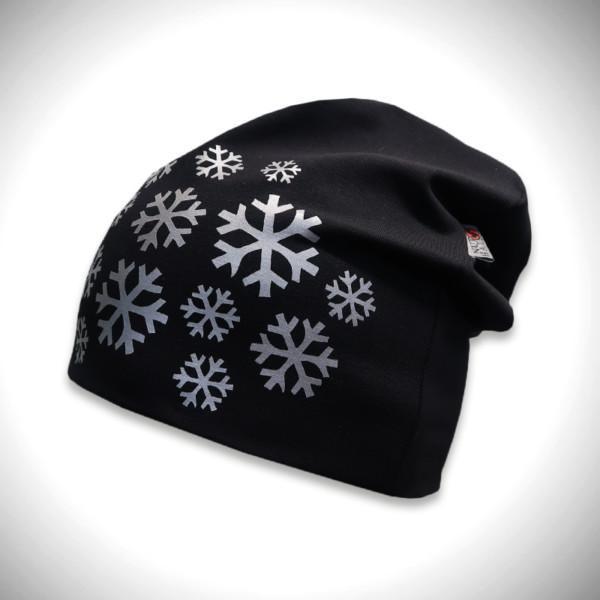 Musta trikoopipo lumihiutalekuviolla