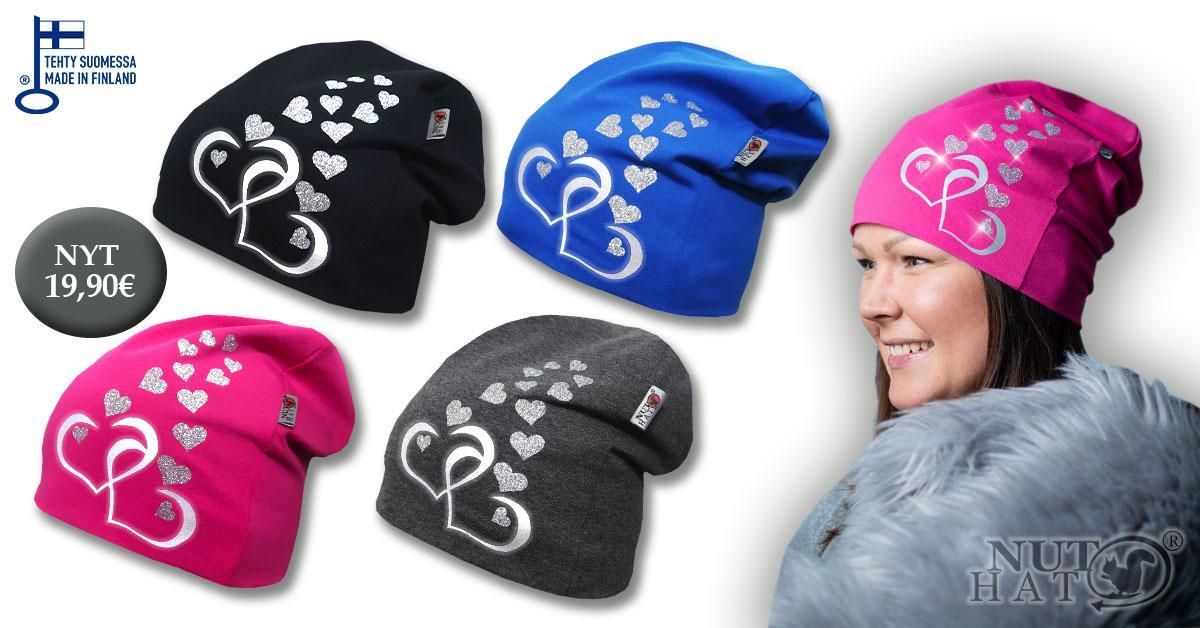 Musta, sininen, pinkki ja harmaa trikoopipo sydänkuvioilla