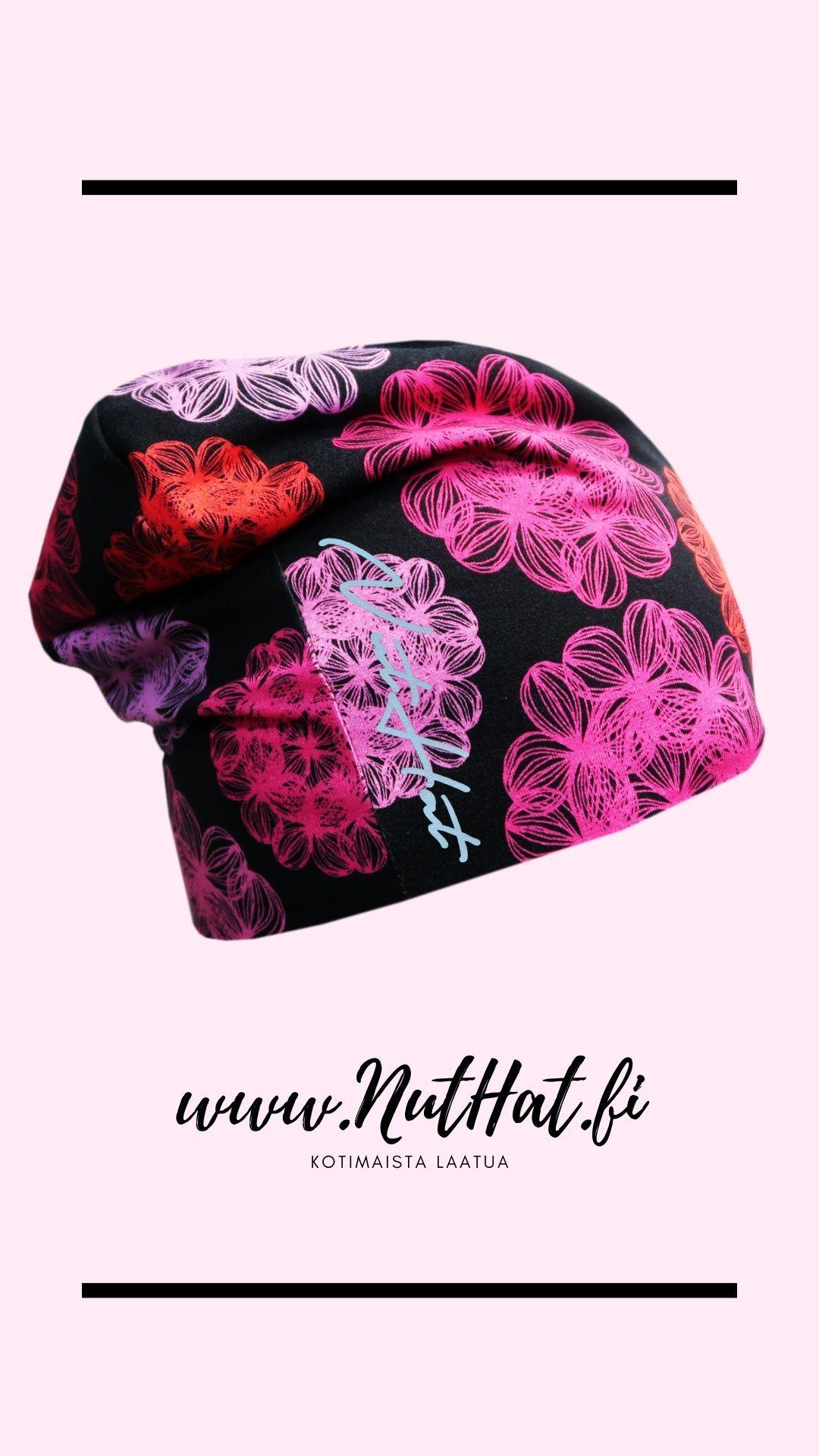 Musta trikoopipo pinkillä kukkakuosilla